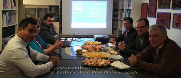 El Consulado de Colombia en Varsovia realizó el 'World Café' sobre espacios de participación de la sociedad civil