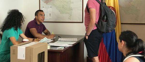 Consulado de Colombia en Varsovia dio apertura oficial a las elecciones en el exterior para la Consulta Popular Anticorrupción